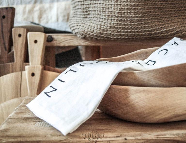 drevené misy, drevené lopáre, jutový kôš & ľanová utierka