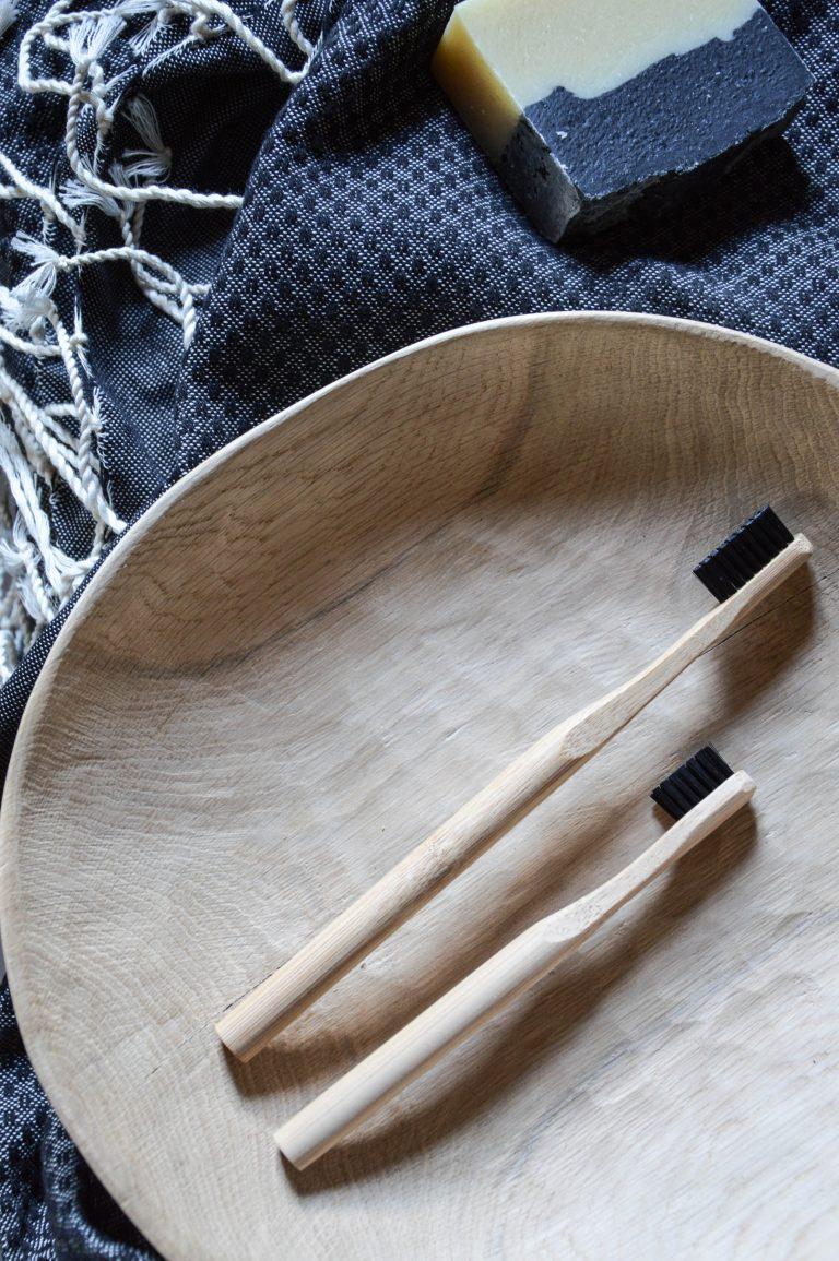 drevená zubná kefka