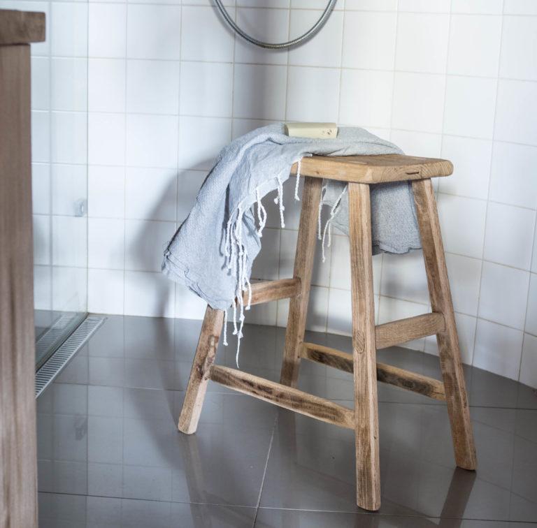 dubová stolička vysoká
