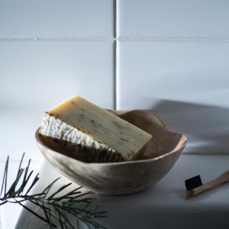 miska s dierami, prírodné drevo