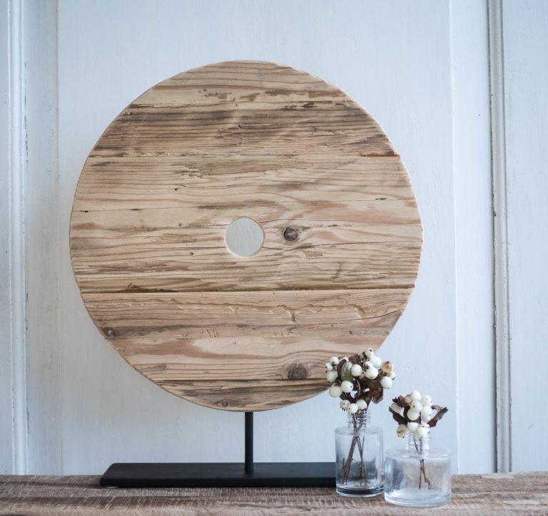 drevená stojaca dekorácia zo starého dreva
